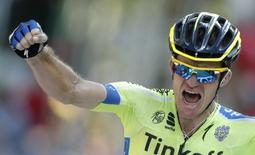 Ciclista Michael Rogers comemora vitória em etapa do Tour de France.  22/7/2014.        REUTERS/Christian Hartmann
