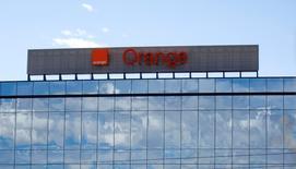 Orange va examiner une introduction en Bourse de sa filiale espagnole mais n'a pris aucune décision en termes de calendrier, a déclaré mercredi le directeur général d'Orange Espagne, Jean-Marc Vignolles. /Photo d'archives/REUTERS/Andrea Comas