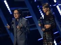 "Director Joseph Kahn speaks as Taylor Swift accepts the award for best female video for ""Blank Space"" at the 2015 MTV Video Music Awards in Los Angeles, California August 30, 2015.  REUTERS/Mario Anzuoni"