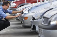 Les immatriculations de voitures neuves en Grande-Bretagne ont progressé de 9,6% sur un an en août, à 79.060 unités, rapporte la fédération britannique des constructeurs et concessionnaires automobiles (SMMT). /Photo d'archives/REUTERS