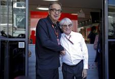 Fiat Chrysler CEO Sergio Marchionne (L) shakes hands with Formula One supremo Bernie Ecclestone during the Italian F1 Grand Prix in Monza September 6, 2015.  REUTERS/Max Rossi