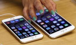 La conférence très médiatisée d'Apple mercredi à San Francisco devrait être l'occasion de dévoiler de nouveaux iPhones équipés de la technologie Force Touch qui donne l'impression à l'utilisateur d'interagir avec l'écran tactile et plus seulement de toucher une surface vitrée froide. /Photo prise le 19 septembre 2014/REUTERS/David Gray