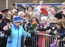 Rainha Elizabeth chega à estação de trem de Newtongrange, na Escócia. 09/09/2015 REUTERS/Andrew Milligan/Pool
