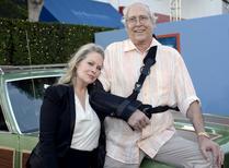 """Atores Chevy Chase e Beverly D'Angelo, de """"Férias Frustradas"""", em lançamento em Los Angeles.  27/7/2015. REUTERS/Kevork Djansezian"""