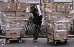 Dell, troisième fabricant d'ordinateurs au monde, compte investir 125 milliards de dollars (111,68 milliards d'euros) en Chine au cours des cinq prochaines années, a annoncé son directeur général Michael Dell. /Photo d'archives/REUTERS/Sean Yong
