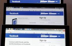 La chancelière allemande, Angela Merkel, a demandé à Facebook de faire plus pour lutter contre les messages racistes postés sur le réseau social, qui sont plus nombreux depuis la crise migratoire. /Photo prise le 28 juillet 2015/REUTERS/Rick Wilking