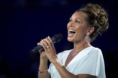 American singer Vanessa Williams performs during the opening ceremonies at the U.S. Open Championships tennis tournament in New York, August 31, 2015.  REUTERS/Carlo Allegri