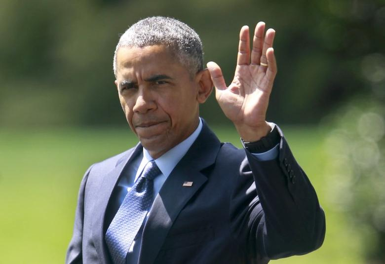 U.S. President Barack Obama waves as he walks from the Oval Office of the White House in Washington before their departure  September 9, 2015.  REUTERS/Yuri Gripas