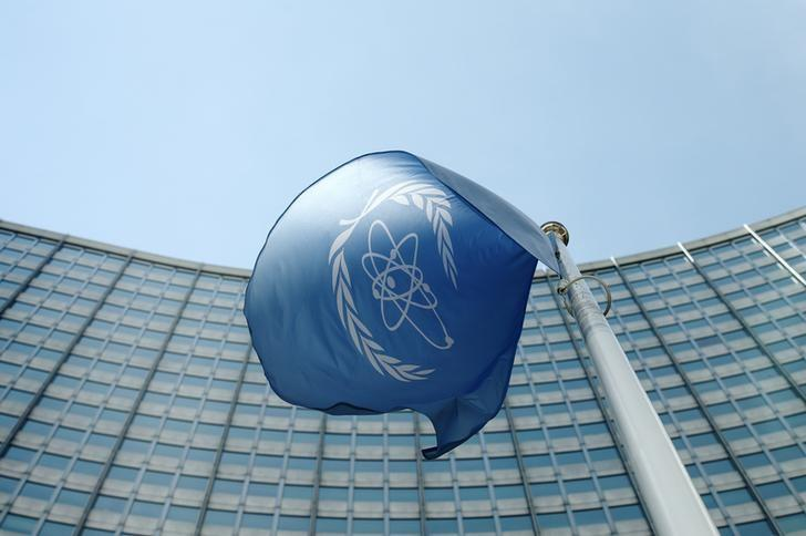 The flag of the International Atomic Energy Agency (IAEA) flies in front of its headquarters in Vienna, Austria, May 28, 2015. REUTERS/Heinz-Peter Bader/Files