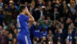 Eden Hazard lamentando perda de pênalti em partida contra o Maccabi Tel Aviv, em Londres. 16/09/2015  REUTERS/Stefan Wermuth Livepic