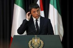 El Primer Ministro italiano, Matteo Renzi, durante declaraciones a la prensa en Cisjordania, 22 de julio de 2015. REUTERS/Ammar Awad