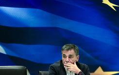 Euclid Tsakalotos  antes de una ceremonia en Atenas, el 28 de agosto de 2015. Euclides Tsakalotos debiese ser nombrado nuevamente ministro de Finanzas griego en el nuevo gabinete del primer ministro Alexis Tsipras, dijo a Reuters el martes una fuente de alto rango del partido izquierdista Syriza. REUTERS/Alkis Konstantinidis