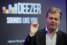 Hans-Holger Albrecht, directeur général de Deezer.. L'entreprise, fondée à Paris en 2007,  a annoncé mardi son intention de s'introduire en Bourse d'ici la fin de l'année, ce qui lui donnerait les moyens de faire face à ses principaux rivaux, le Suédois Spotify et le nouveau service d'Apple. /Photo prise le 22 septembre 2015/REUTERS/Philippe Wojazer