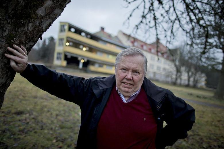 A file picture of Swedish entrepreneur Bert Karlsson outside his refugee centre in an old sanatorium in Stora Ekeberg, near Skara, Sweden taken December 19, 2013.  REUTERS/Adam Ihse/TT News Agency
