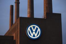 Энергостанция Volkswagen в Вольфсбурге. 22 сентября 2015 года. Федеральное агентство по техническому регулированию и метрологии (Росстандарт) направило запрос в российское представительство Volkswagen в связи с информацией о проблеме с дизельным двигателем на международных рынках, сообщило агентство в четверг. REUTERS/Axel Schmidt