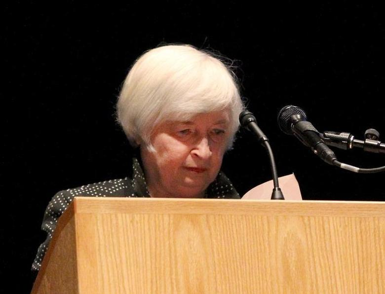U.S. Federal Reserve Chair Janet Yellen pauses as she looks down at her speech as she struggled to finish at the University of Massachusetts in Amherst, Massachusetts September 24, 2015.  REUTERS/Mary Schwalm