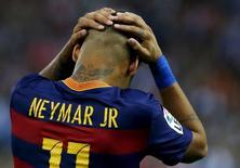 Neymar lamenta chance desperdiçada durante partida contra o Atlético em Madri. 12/09/2015 REUTERS/Javier Barbancho