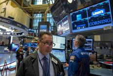 Traders work on the floor of the New York Stock Exchange September 23, 2015. REUTERS/Brendan McDermid