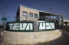 El edificio de la farmacéutica isaraelí Teva, en Jerusalen, 23 de marzo de 2010.  Teva Pharmaceutical Industries acordó la adquisición de la fabricante mexicana de medicamentos Representaciones e Investigaciones Médicas (Rimsa) por 2,300 millones de dólares. REUTERS/Baz Ratner
