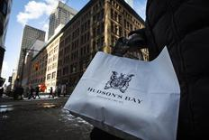 A woman holds a Hudson's Bay shopping bag in Toronto January 27, 2014.  REUTERS/Mark Blinch