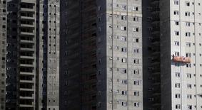 Prédios residenciais em construção em São Paulo.  10/08/2015    REUTERS/Nacho Doce