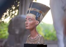 A replica of the bust of Nefertiti stands in the Replica Workshop of the National Museum of Berlin in Berlin, October 2, 2015. REUTERS/Axel Schmidt