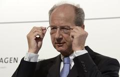 Hans Dieter Poetsch, CFO of German carmaker Volkswagen, adjusts his glasses during a news conference in Wolfsburg, July 5, 2012. REUTERS/Fabian Bimmer