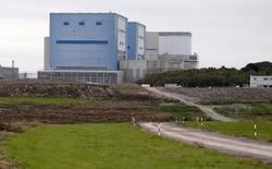 Les partenaires chinois d'EDF dans le financement du site nucléaire britannique de Hinkley Point souhaiteraient limiter leur participation au projet à 30% au maximum. EDF espère conclure d'ici à la fin du mois un accord commercial avec ses partenaires chinois en vue de la construction de deux EPR sur ce site, dans le sud-ouest de l'Angleterre, /Photo d'archives/REUTERS/Suzanne Plunkett