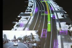 Vidéo produite par la Google Car. Les voitures autonomes sont les stars du 22e congrès mondial des véhicules intelligents (ITS) qui s'est ouvert lundi à Bordeaux, l'occasion pour les projets les plus avancés de démontrer toute la semaine que la réalité est en train de dépasser la fiction. /Photo prise le 29 septembre 2015/REUTERS/Elijah Nouvelage