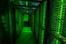 La Cour européenne de justice (CEJ), suivant l'avis de son avocat général, a invalidé mardi une directive de la Commission adoptée en juillet 2000 autorisant le transfert de données personnelles d'internautes européens vers les Etats-Unis. /Photo prise le 7 août 2015/REUTERS/Sigtryggur Ari