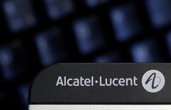 Alcatel-Lucent ne se séparera pas de ses câbles sous-marins avant le rapprochement du groupe par Nokia, mais la gardera en tant que filiale en propriété exclusive. L'équipementier télécoms cherchait jusqu'ici un acheteur pour cette activité. /Photo prise le 14 avril 2015/REUTERS/Christian Hartmann