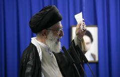 Líder supremo do Irã, aiatolá Ali Khamenei, em Teerã.  19/06/2009   REUTERS/Morteza Nikoubazl