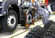 Funcionário de fábrica de caminhões em Munique, na Alemanha.   30/07/2015   REUTERS/Michaela Rehle
