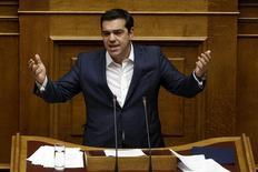 Premiê grego Tsipras faz discurso no Parlamento em Atenas.  7/10/2015. REUTERS/Alkis Konstantinidis