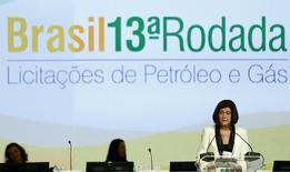 Diretora-geral da ANP, Magda Chambriard, fala durante 13º Rodada de Licitação de Blocos de Exploratórios de petróleo e gás natural, no Rio de Janeiro 7/10/2015.  REUTERS/Pilar Olivares