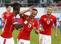 Jogadores da Suíça comemoram gol contra San Marino.  9/10/2015.  REUTERS/Arnd Wiegmann