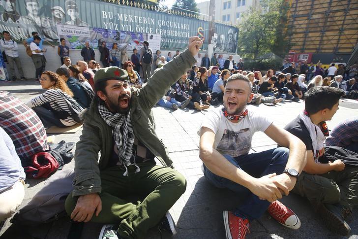 مئات المحتجين يحتشدون في اسطنبول بعد تفجيرين في العاصمة التركية