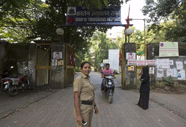 A security woman stands guard outside the Group of TB Hospitals in Mumbai, September 28, 2015. REUTERS/Danish Siddiqui/Files
