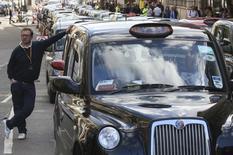 Motorista de táxi durante protesto contra o Uber em Londres.  24/09/2015    REUTERS/Paul Hackett