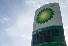 Una gasolinera de BP en Troy, EEUU, ene 17, 2015. BP Plc y la china CNPC lanzarán la próxima semana una alianza estratégica para desarrollar recursos petroleros en Irak y en otras regiones, dijeron el viernes fuentes de la industria, en momentos en que Gran Bretaña y China buscan estrechar sus lazos económicos.  REUTERS/Whitney Curtis