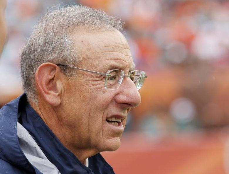 Miami Dolphins owner Stephen M. Ross looks on from the sideline in the final minutes of his team's loss to the New York Jets in their NFL football game in Miami, Florida, September 23, 2012. REUTERS/Joe Skipper