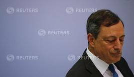 Глава ЕЦБ Марио Драги на пресс-конференции во Франкфурте-на-Майне 16 июля 2015 года. Внимание рынков на этой неделе будет приковано к выступлению главы Европейского центрального банка Марио Драги, который может оценить эффективность стимулирующих мер регулятора, озабоченного вялым ростом экономики и пытающегося ускорить рост потребительских цен. REUTERS/Kai Pfaffenbach
