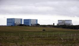 Les partenaires chinois d'EDF devraient prendre 33,5% du projet de construction de deux réacteurs nucléaires de type EPR à Hinkley Point (photo), dans le sud-ouest de l'Angleterre, rapporte lundi le quotidien Les Echos. /Photo d'archives/REUTERS/Suzanne Plunkett
