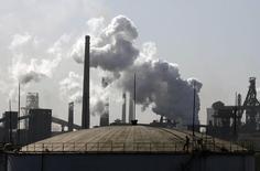 НПЗ в Ухане 27 ноября 2008 года. Россия в сентябре отправила рекордное количество нефти в Китай, второй раз став его крупнейшим поставщиком вместо Саудовской Аравии. REUTERS/Stringer