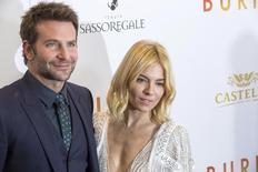 Bradley Cooper e Sienna Miller durante evento em Nova York.   21/10/2015     REUTERS/Lucas Jackson