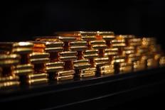 Aux yeux des investisseurs, l'or n'est plus synonyme de valeur refuge en période d'instabilité politique et financière mais est devenu un instrument financier comme un autre. /Photo d'archives/REUTERS/Michael Dalder