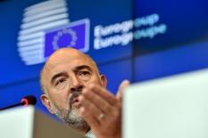 El comisario europeo de Economía, Pierre Moscovici, en una confrencia de prensa en Luxemburgo, el 5 de octubre de 2015. Las reformas llevadas a cabo por el Gobierno griego están encaminadas y sus acreedores desembolsarán la próxima entrega de 3.000 millones de euros (3.400 millones de dólares) de su programa de ayuda, dijo el jueves el comisario europeo de Economía, Pierre Moscovici, a una radio francesa. REUTERS/Eric Vidal