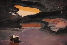 Вид на рудник Ferro Carajas в Бразилии. 29 мая 2012 года. Бразильская горнорудная компания Vale SA в четверг сообщила о квартальных убытках из-за низких цен на железную руду и ослабления бразильского реала к доллару. REUTERS/Lunae Parracho