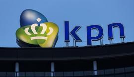 KPN, le premier opérateur télécoms néerlandais, a annoncé mardi un résultat opérationnel en hausse et meilleur que prévu au titre du troisième trimestre, grâce à des réductions de coûts et à la croissance de ses activités grand public qui ont compensé une baisse des revenus du segment entreprises. /Photo d'archives/REUTERS/Michael Kooren