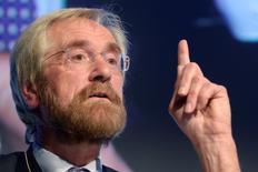 Peter Praet, miembro del comité ejecutivo del BCE, da un discurso en Bruselas el 14 de enero de 2013. No habrá tabúes por parte del Banco Central Europeo a la hora de buscar vías para impulsar la inflación en la zona euro, ya que ha aumentado el riesgo de que el índice de alzas de precios no alcance su objetivo del 2017, dijo Peter Praet, miembro del comité ejecutivo del BCE, según reportes de medios. REUTERS/Eric Vidal